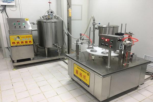飛鶴(he)牧(mu)場(chang)小型(xing)酸奶生產線使用現場(chang)